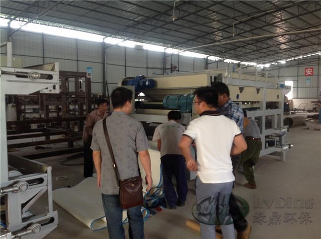 感谢新老顾客的支持国外顾客到厂考察带式压滤机生产组装现场 1